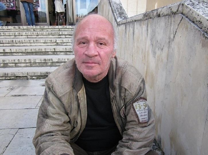 Утреще се простим с емблематичния врачанскиактьорТеодор Гайдарджиев. Поклонението ще е