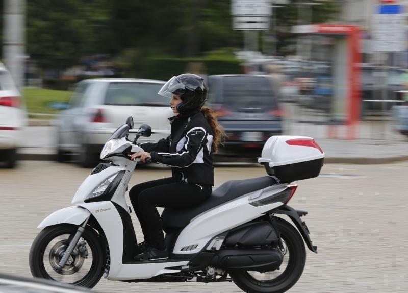 42-годишна неправоспособна жена е била спряна с нередовен мотопед във
