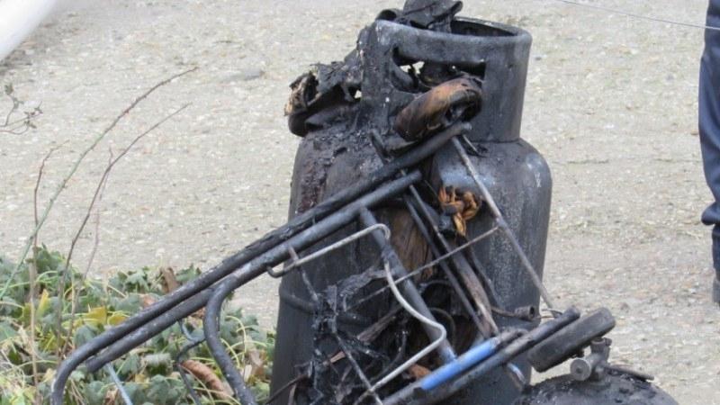 Взрив на газова бутилка в Брягово вкара мъж в болница.
