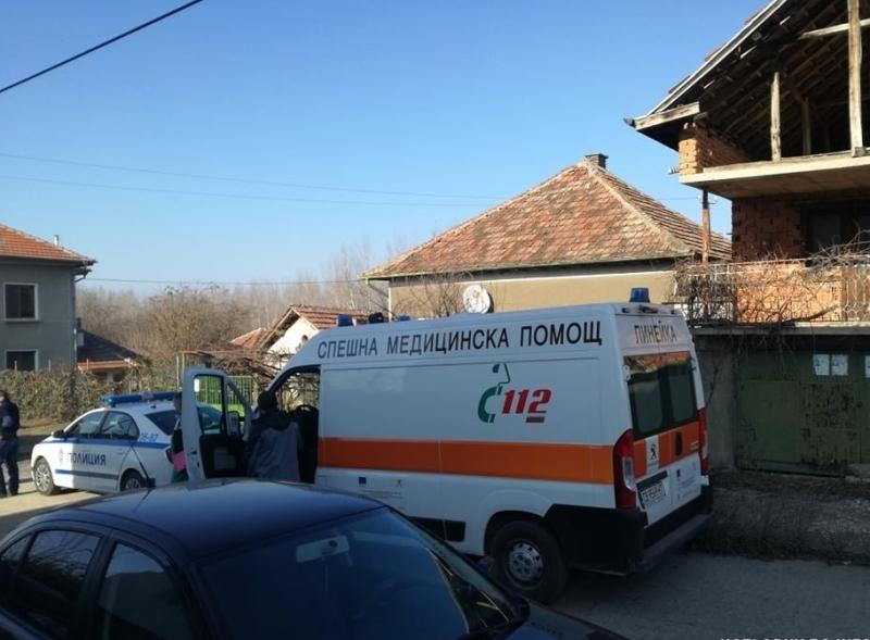 Извънредно! Полицаи нахлуха в къща в Козлодуй и откриха трупа на стопанина /снимки/