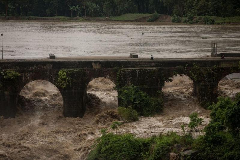 Тропическата буря Аманда, първата за сезона в Тихия океан, достигна