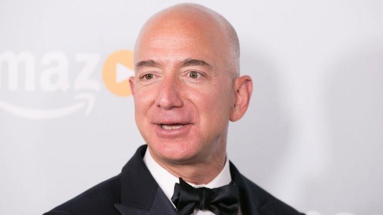 Най-богатият човек в света Джеф Безос забогатява още повече след