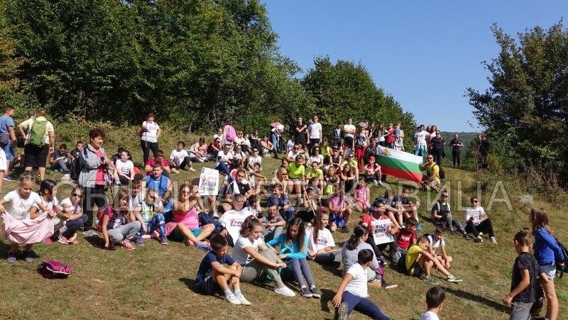 В деня на Независимостта на България с 14-километров пешеходен поход