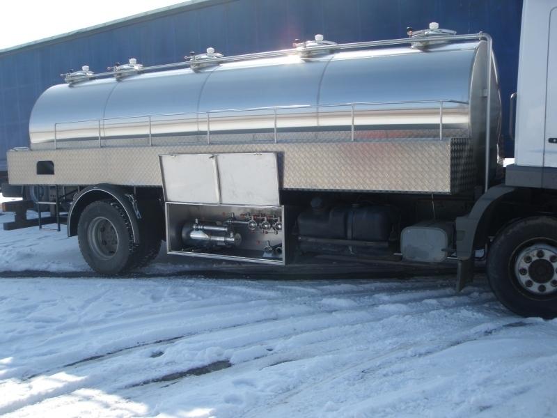 Хиляди литри мляко замръзнаха върху пътното платно в германската провинция