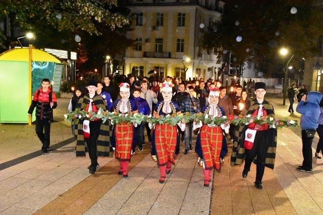 "Факелно шествие под надслов ""Да запазим светлината"" освети Враца в"