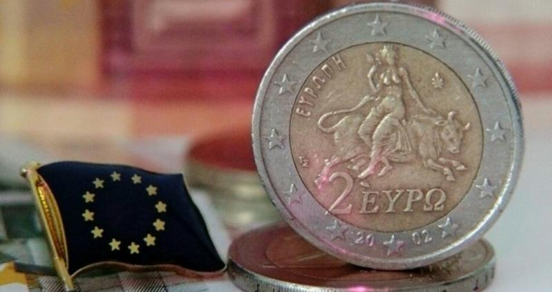 Преводите в евро до страни от Eвропейския съюз поевтиняват с