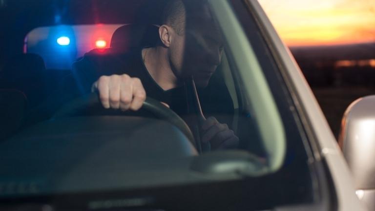 Снимка: Хванаха почерпен мъж да кара колата си из Оряхово