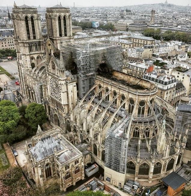 """Причината за пожара, който опустоши катедралата """"Нотр Дам"""" в Париж,"""