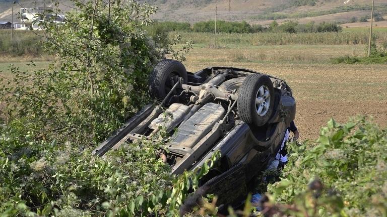 Момиче на 15 години зад волана предизвика тежка катастрофа край