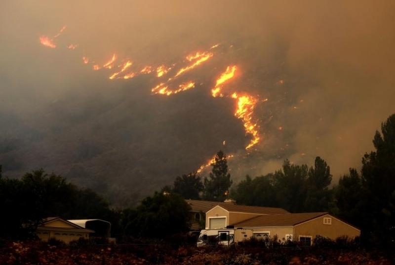 Пожарникар загина в борбата с горските пожари в Северна Калифорния,