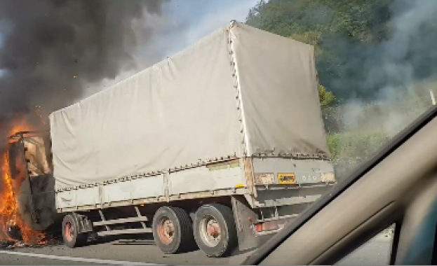 """Движението по магистрала """"Марица"""" в посока Пловдив е блокирано между"""