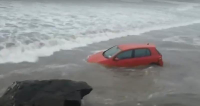 Мощна буря удари Ирландия. Стихията предизвика сериозни проблеми. Токът спря