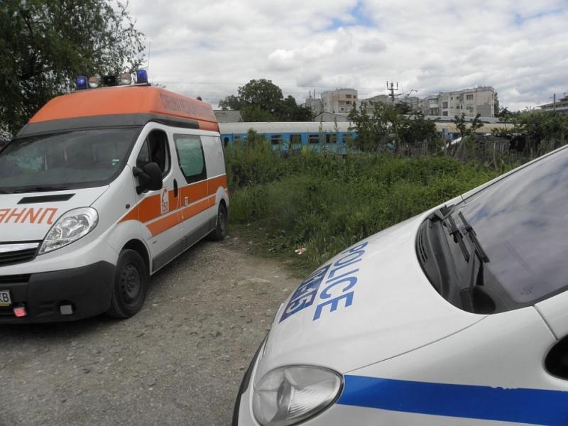 Мъж е починал, след като е бил блъснат от влак
