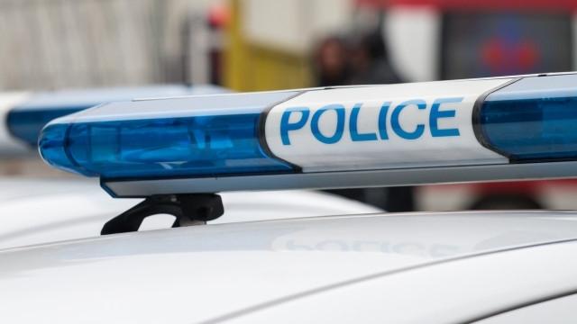 Трима полицаи и служебното им куче са пострадали при нападение