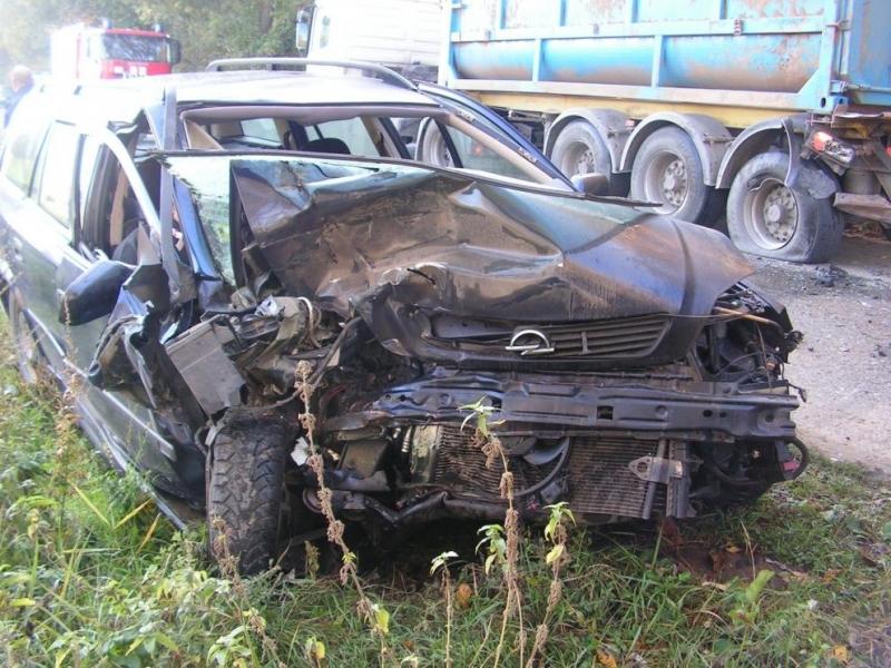 Кола и камион са катастрофирали на път във Видинско, съобщиха