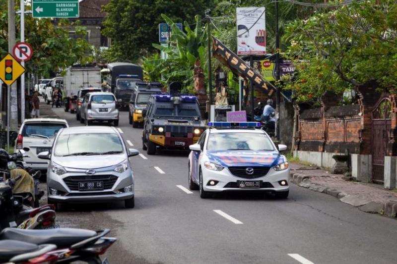 Двама индонезийски журналисти, посредничили в спор за земямежду компания за
