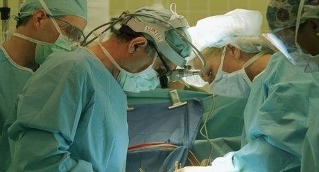 Етиопски лекари извадиха над 100 железни пирона и други остри