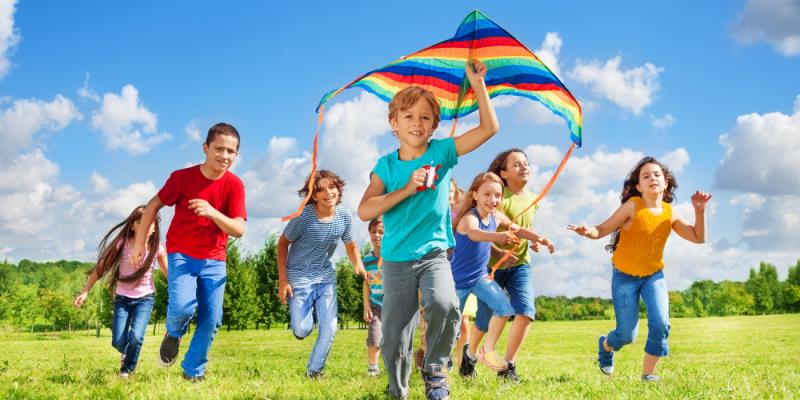 МОН публикува лятната ваканционна програма в 28-те области на страната.