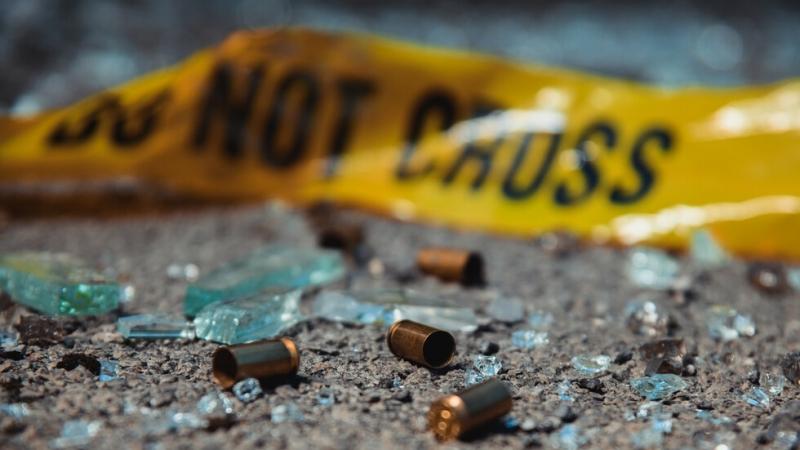 Един човек загина, а най-малко девет са ранени при стрелба
