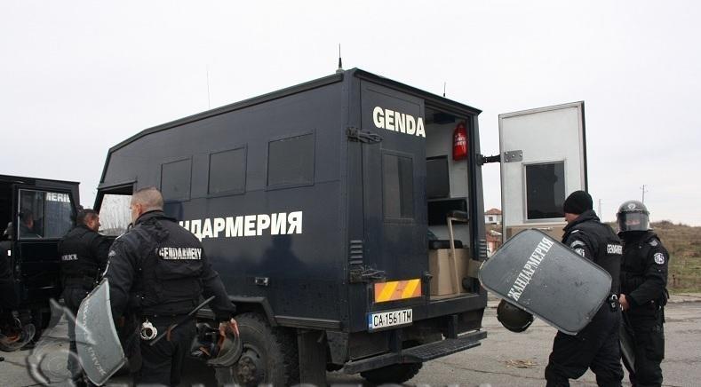 В деня на балотажа жандармерия охранява врачанското село Галиче. Има