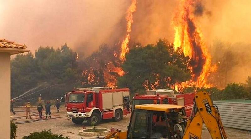 Пожар гори край селата Агалас и Кери на остров Закинтос.