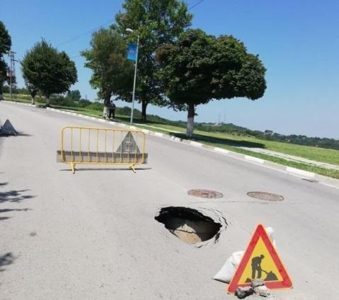 Снимка: Росен Добрев пак се изложи! Пропадна прясно ремонтирана улица в Оряхово /снимки/