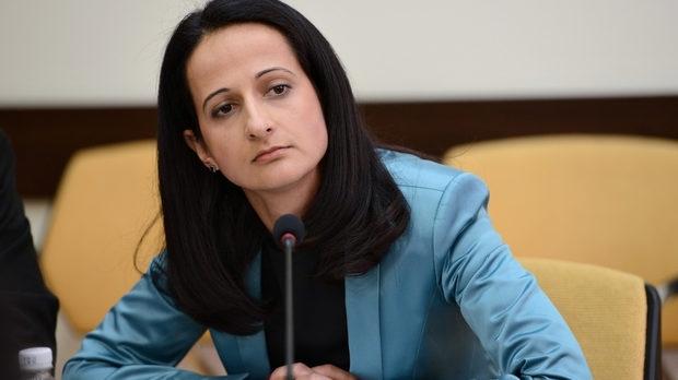 Правителството елегантно отстрани шефката на КФН Карина Караиванова