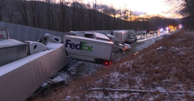 Тежка верижна катастрофа с 58 превозни средства затвори за няколко