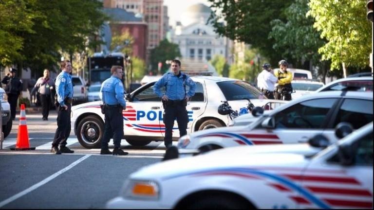 Полицията е арестувала най-малко 13 души и е иззела метални