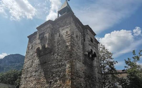 Част от Кулата на Мешчиите във Враца представлява опасност за