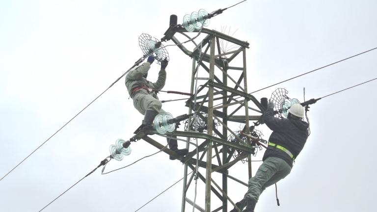 Заради несъобразени изкопни дейности строителна фирма повреди кабел и прекъсна