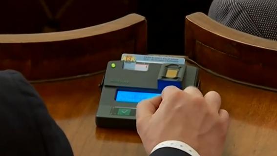 След заседание, продължило над 8 часа, депутатите решиха на първо