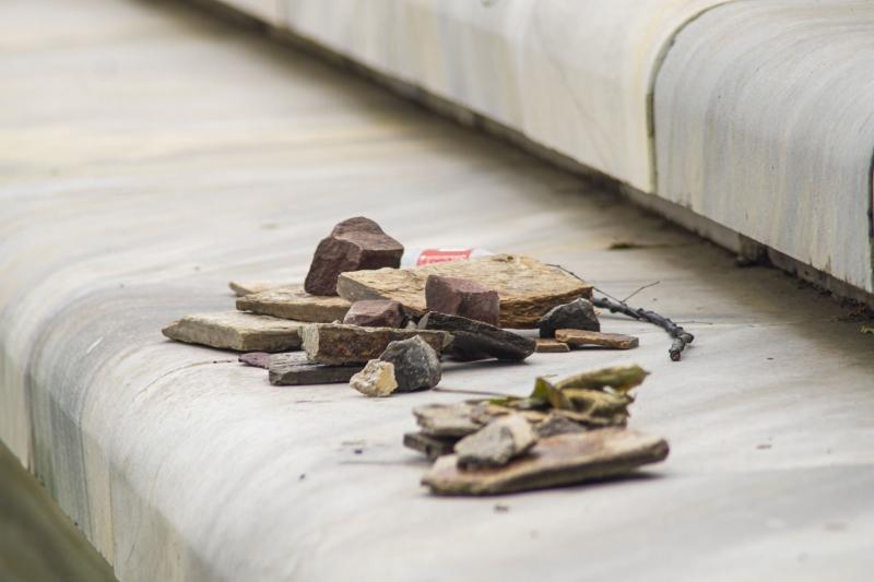 Вандали трошиха наред в центъра на Вършец, полицията ги търси