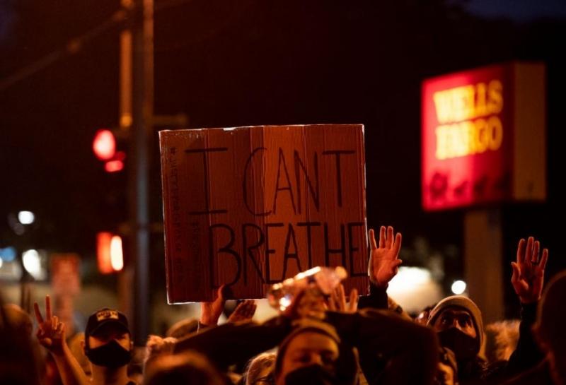 Полицията в американския град Минеаполис арестува около 50 участници в