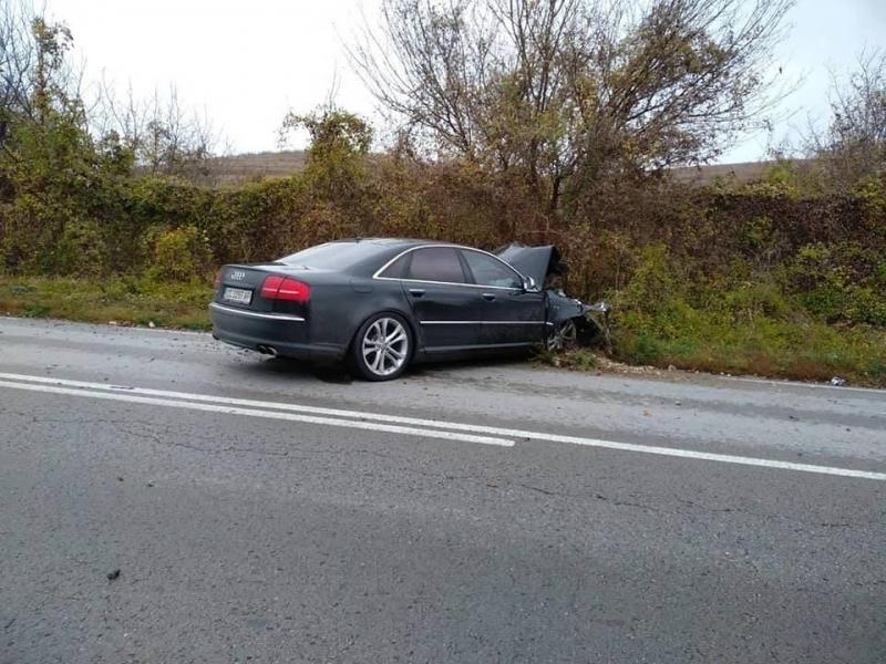 """19-годишна катастрофира с """"Ауди""""-то си във Врачанско, жена пострада съобщиха"""