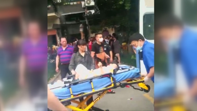 Група куриери спасиха момче, което пада от шестия етаж на