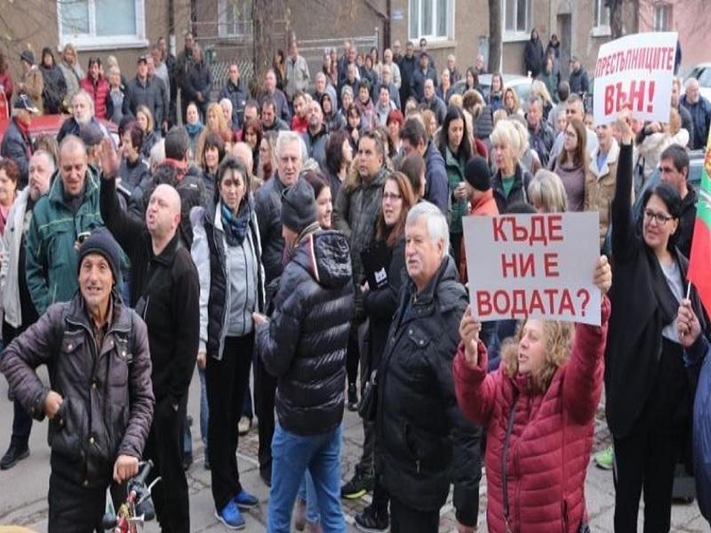 Жители на пернишкото село Мещица се събраха на протест заради