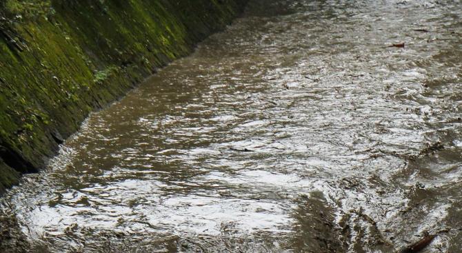 Снимка: Пороен дъжд подкопа пътя Велинград-Якоруда