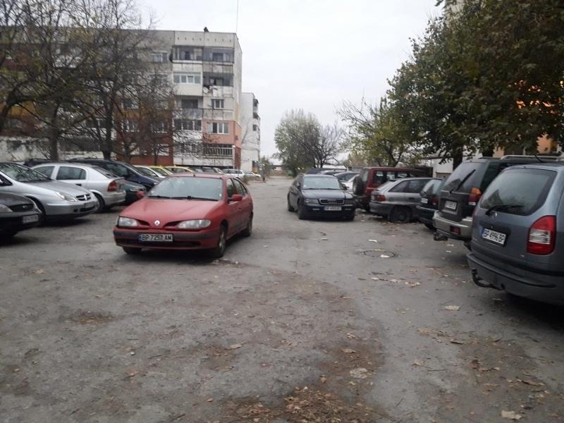 Снимка: Община Враца обсъжда хората да играят на търг, за да паркират пред дома си