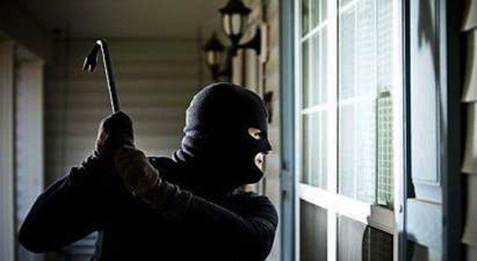 Снимка: Полицията спипа крадец посред нощ във Видин