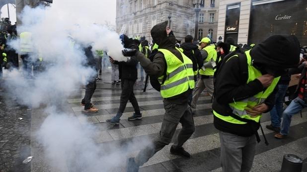"""Френското правителство обяви, че ще се забраняват протестите на """"жълтите"""