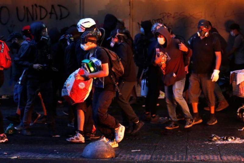 Хиляди хора демонстрираха вчера в чилийската столица с искане за
