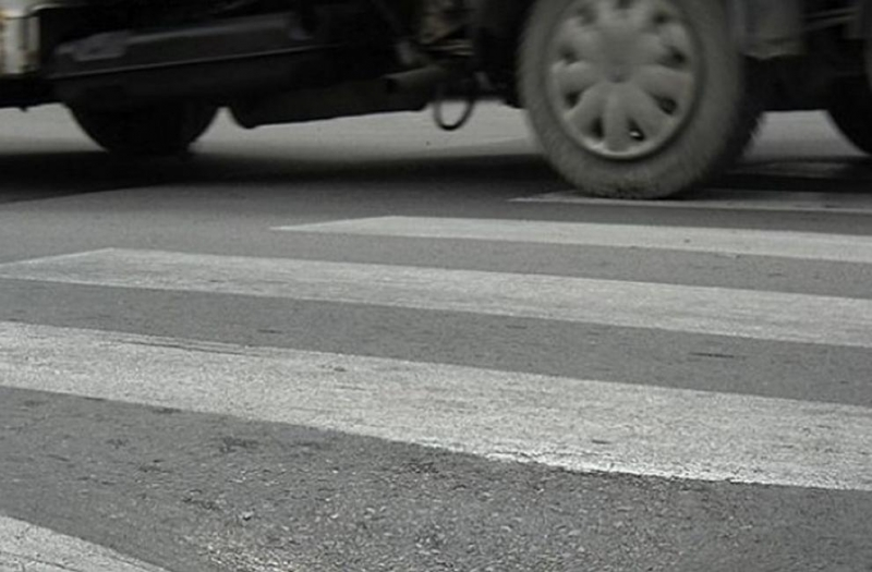 Водач на лек автомобил блъсна жена на пешеходна пътека в