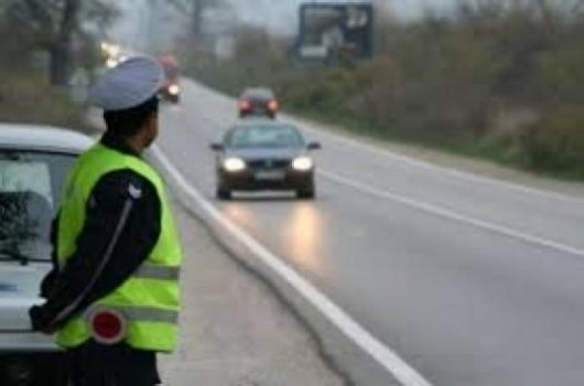Шофьор от Кнежа е бил спипан да управлява кола, която