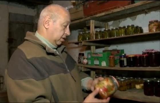 Гладен апаш открадна зимнината на мъж от врачанско село, съобщиха