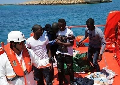 Шейсет и седем мигранти, докарани в италианското пристанище Трапани с