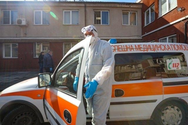 Пожарникари са помагали на лекарите вчера, за да свалят до