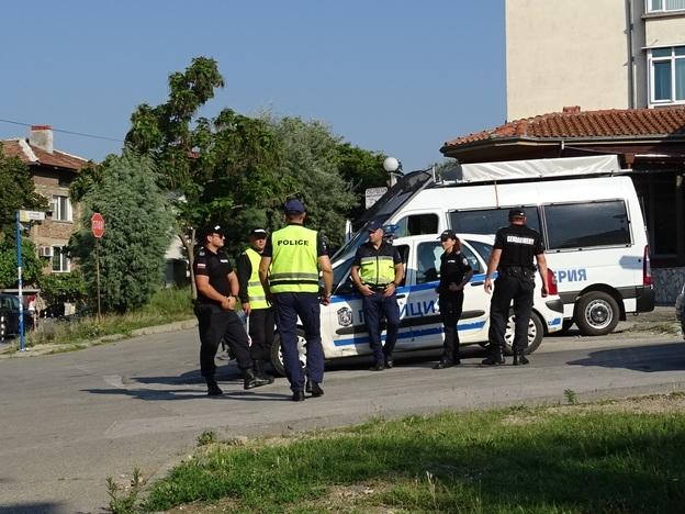 След разследване: Ченгета тарашиха къща във Врачанско, намериха незаконни оръжия и антики