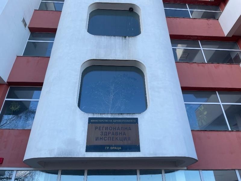 От Регионалната здравна инспекция във Враца съобщиха подробности за новозаразения