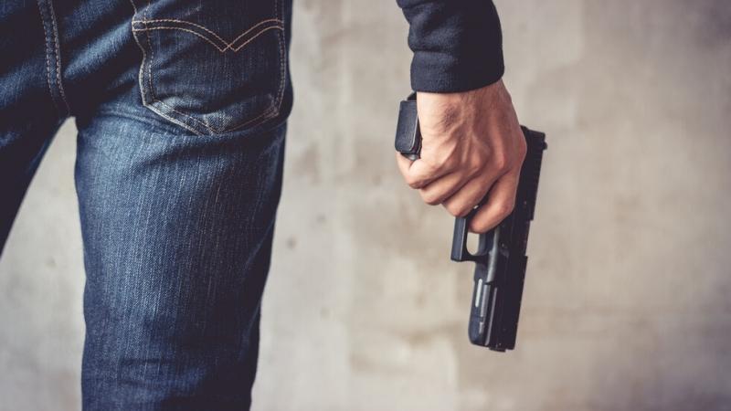 Полицаи са хванали обирджията, насочил пистолет срещу младо момче в